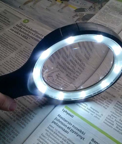 LED suurennuslasi valolla senioreille