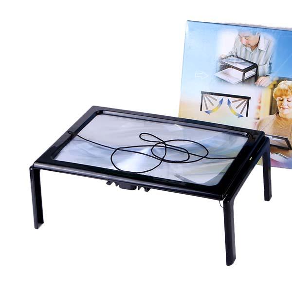 valaistu led lukulevy pöydällä