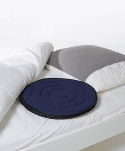 Pyörivä Istuintyyny helpottaa istumista sängyssä